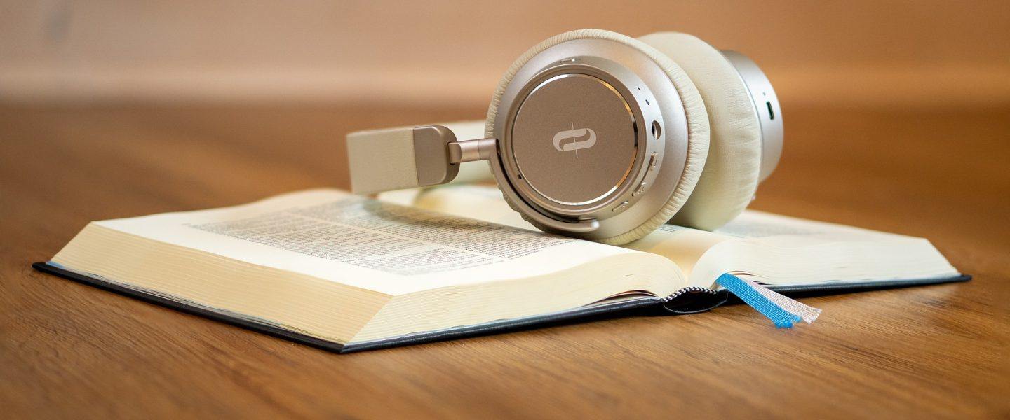 Why I listen to Music while Reading